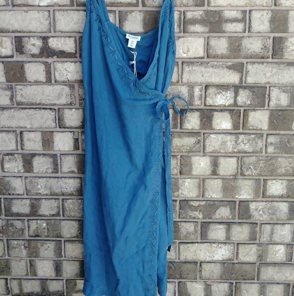 0a49bc4e83d Artistan NY 100% Linen Embroidered Wrap Dress